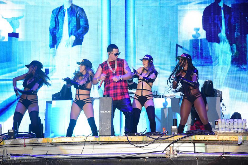 El espectáculo del cantante puertorriqueño prendió la noche con su música. (Foto:Abner Salquero/Nuestro Diario)
