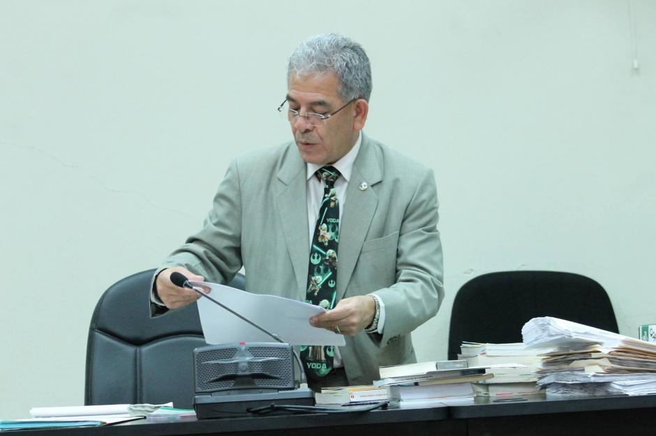 Cada vez que el juez Miguel Ángel Gálvez debe resolver algo importante, utiliza una corbata llamativa. (Foto: Soy502)
