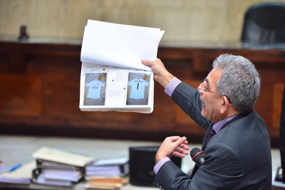 Una camisola del Real Madrid de Otto Pérez muestra el Juez. (Foto: Jesús Alfonso/Soy502)