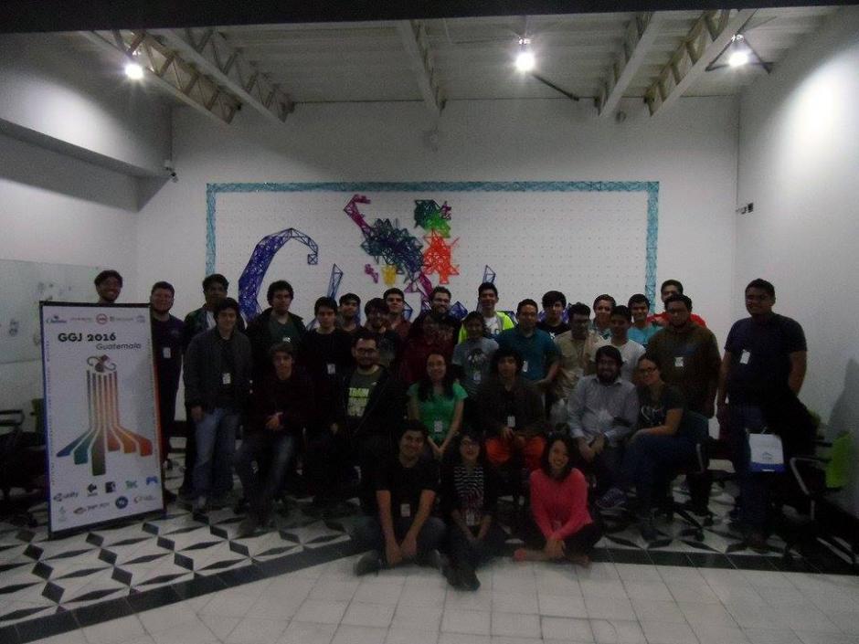 Los participantes del Global Game Jam 2016 intercambian su conocimientos con los demás.(Foto:Game Dev GT)