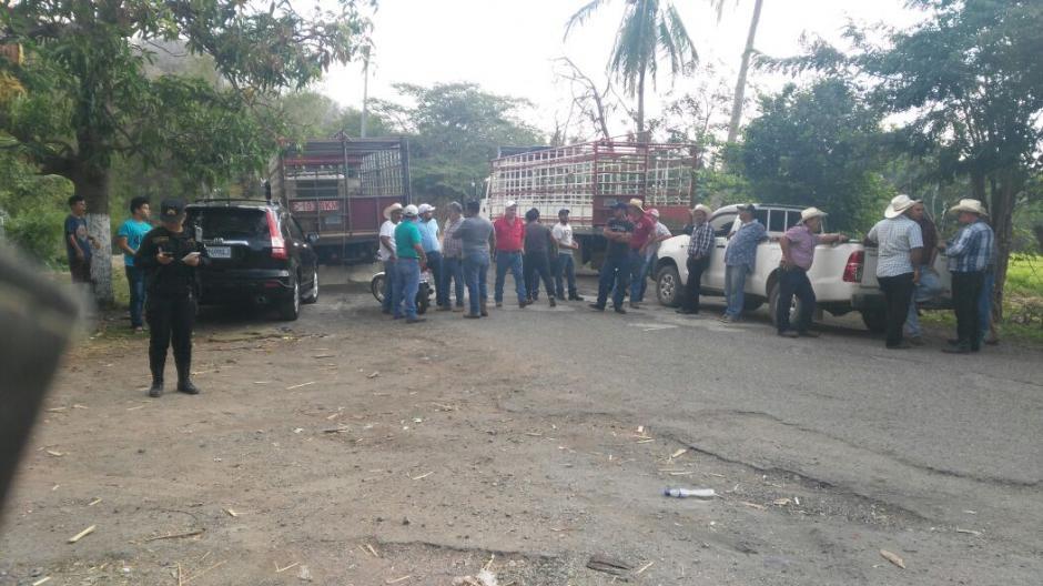 Grupos de ganaderos bloquean varios puntos de país. (Foto: Tránsito PNC)