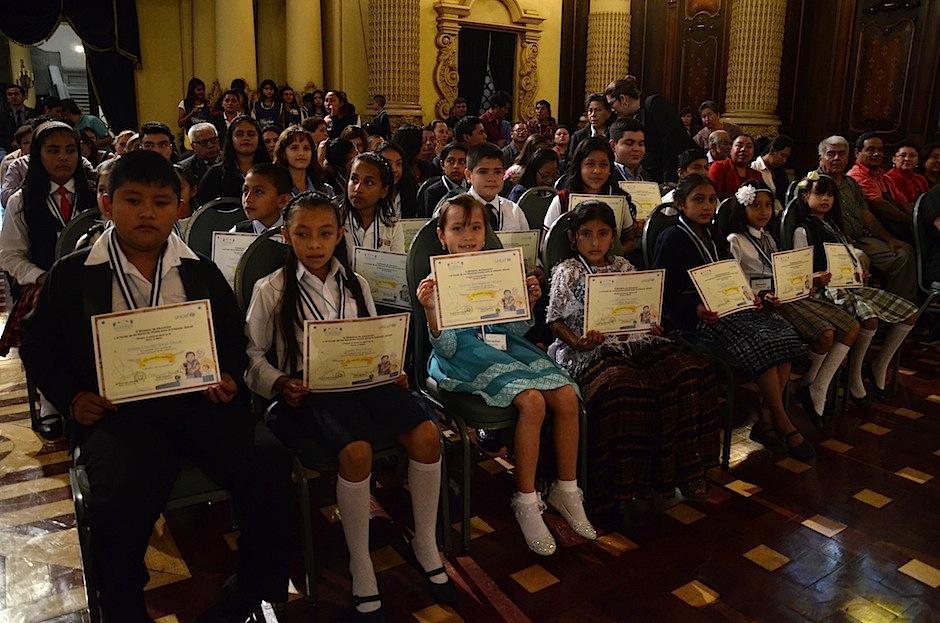 Los niños estaban orgullosos de su logro. (Foto: Selene Mejía/Soy502)