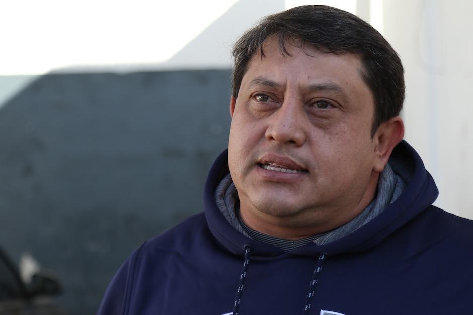 Rudy Mérida, de gasolinera Shell, contó a Soy502 cómo nació esta idea. (Foto: Alejandro Balan/Soy502)
