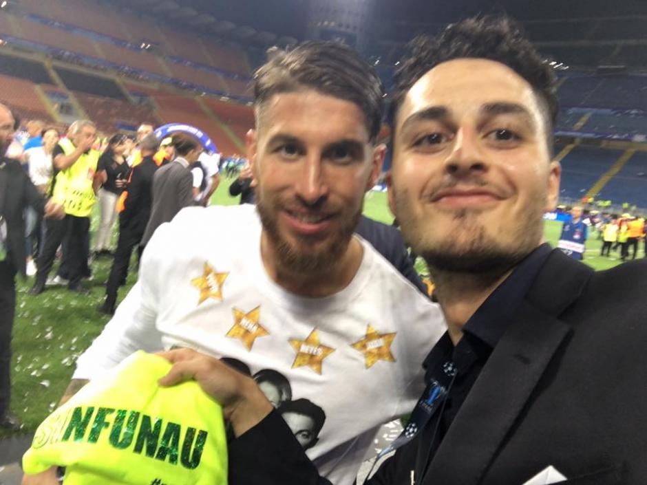 Gaspare Galasso junto a Sergio Ramos en la gramilla de San Siro. (Foto: Facebook/Gaspare Galasso)
