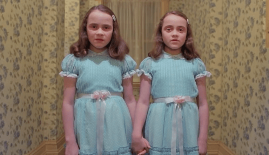 "En ""The Shining"" participaron Lisa y Louise Burns cuando tenían 12 años. (Foto: Captura de YouTube)"