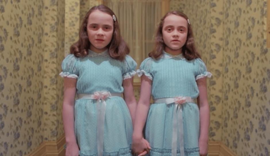 """En """"The Shining"""" participaron Lisa y Louise Burns cuando tenían 12 años. (Foto: Captura de YouTube)"""