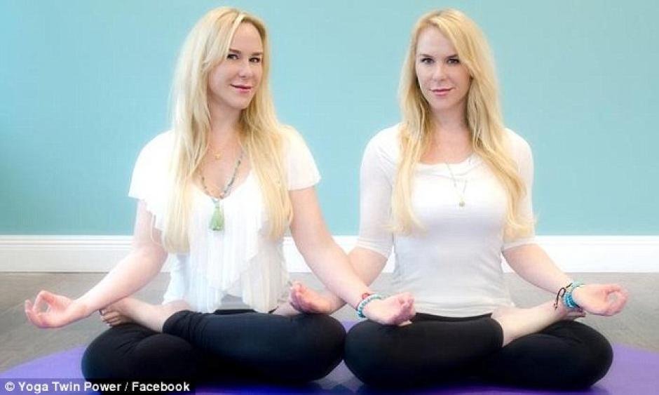 Alexandria y Anastasia impartían yoga. (Foto: Daily Mail)