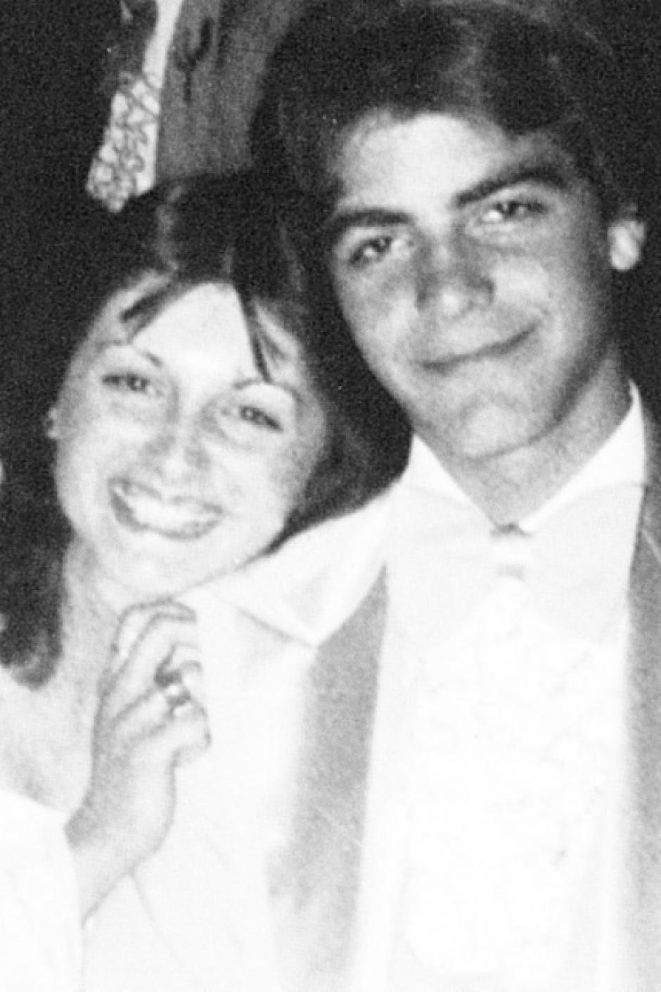 En la fotografía no se logra apreciar bien el traje de George Clooney, que era de color gris. (Foto: El País)
