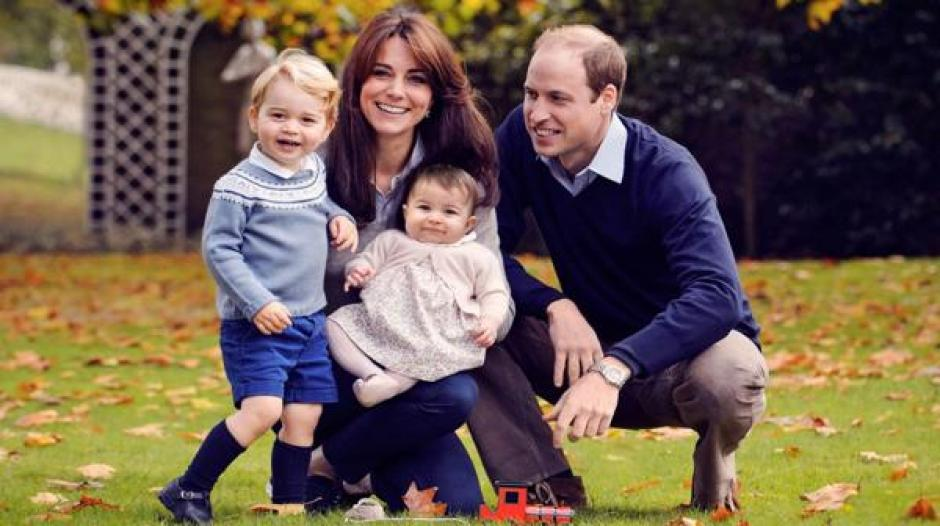 William y Kate Middleton junto a sus hijos Charlotte y George. (Foto: Infobae)