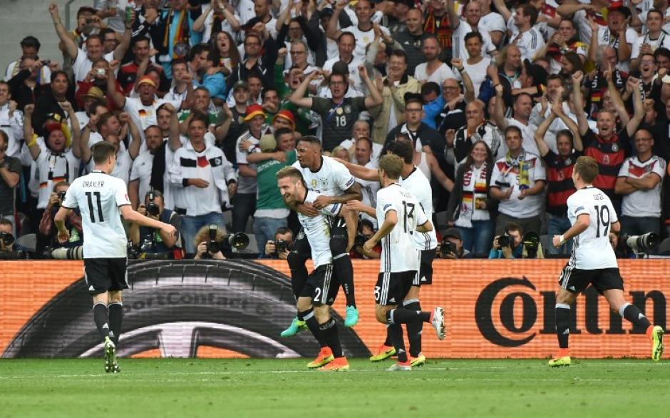 Alemania sufrió más de la cuenta con un aguerrido Ucrania, pero debutó con triunfo en la Euro 2016. (Foto: AFP)