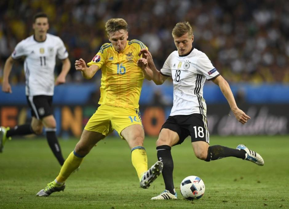 Toni kroos manejó el medio campo teutón. (Foto: AFP)