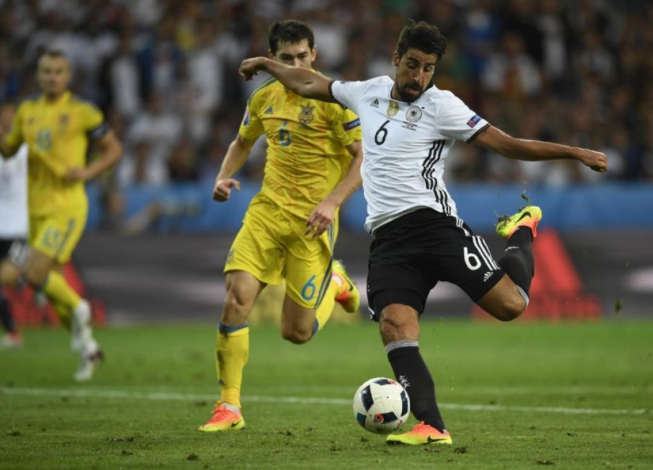 Sami Khedira es otro de los futbolistas que dan equilibrio al medio campo alemán. (Foto: AFP)
