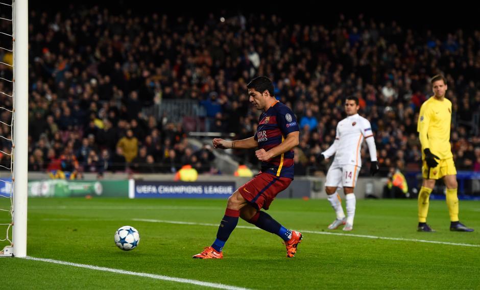 Luis Suárez al momento de conectar su primer gol de la noche. (Foto: Getty)