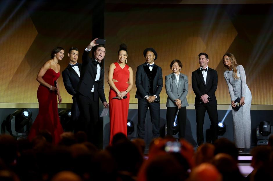 Antonella Roccuzzo se roba el show en la ceremonia del Balón de Oro. (Foto: Getty)