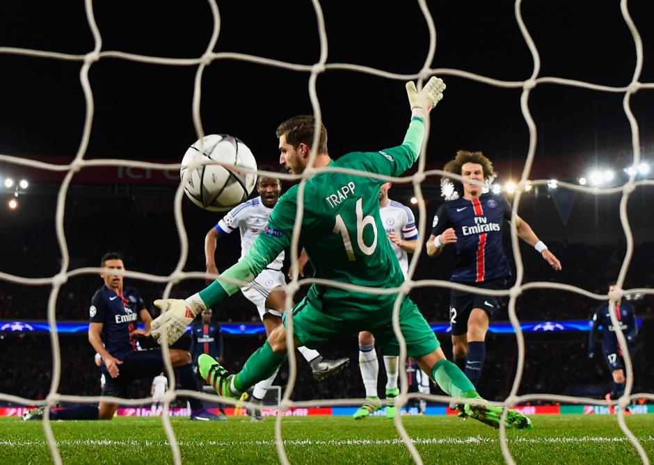 Otro ángulo del gol de John Obi Mikel del Chelsea.  (Foto: Getty)