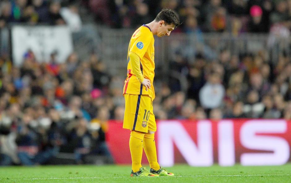 Messi, por momentos lució pensativo y solo. (Foto:  Getty)