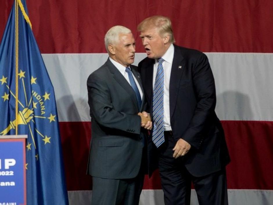 Trump se decidió por el gobernador de Indiana por su conexión con las bases del partido. (Foto: Breitbart)