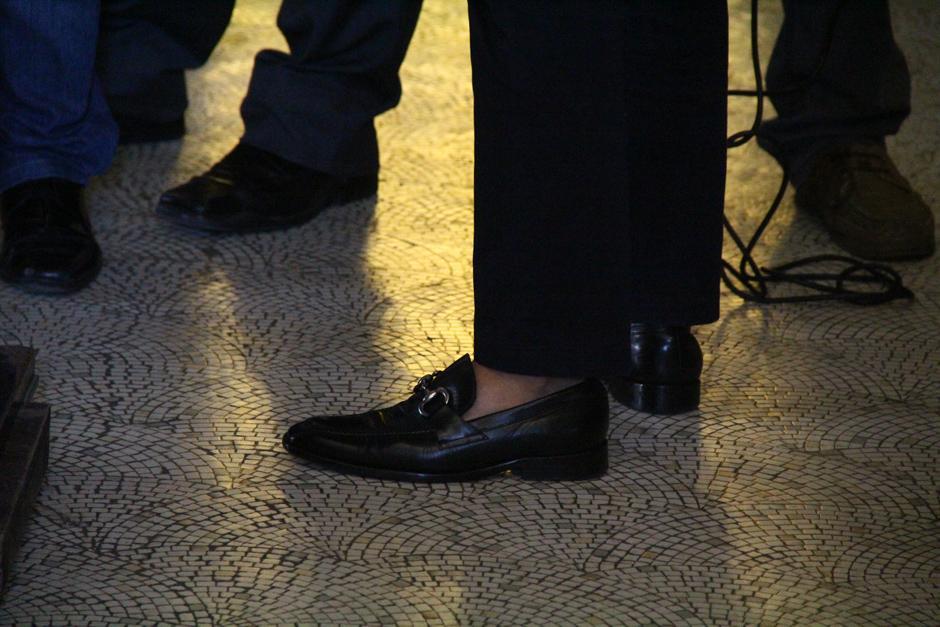 """El """"dipukid"""" Juan Manuel Giordano llegó vestido de forma informal al Congreso, intentando demostrar que está a la moda. (Foto: Soy502)"""