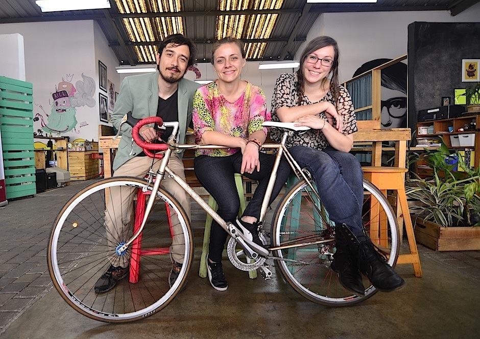 David, Varinnia y Christa, son productores de la Gira Triciclo. (Foto: Selene Mejía/Soy502)