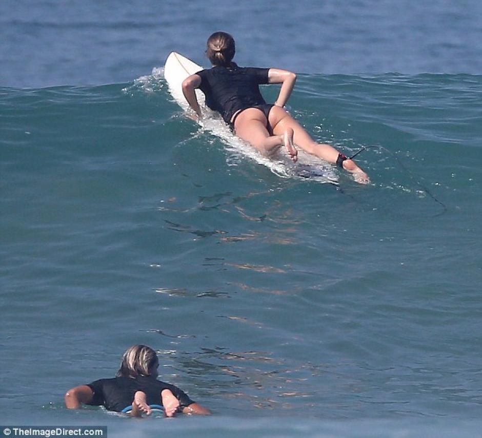 Una vez más, Gisele vuelve a las olas. (Foto: Daily Mail)