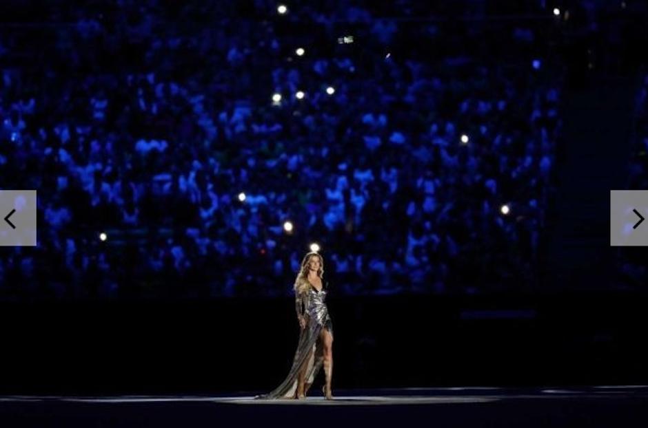 Gisel Bundchen no podía faltar a su paso con la canción a Chica de Ipanema. (Foto: Vogue)