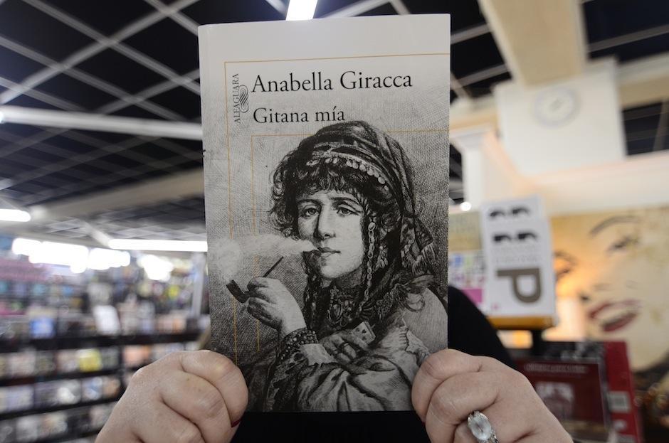 El libro está disponible en Sophos, Artemis Edinter y De Museo. (Foto: Selene Mejía/Soy502)
