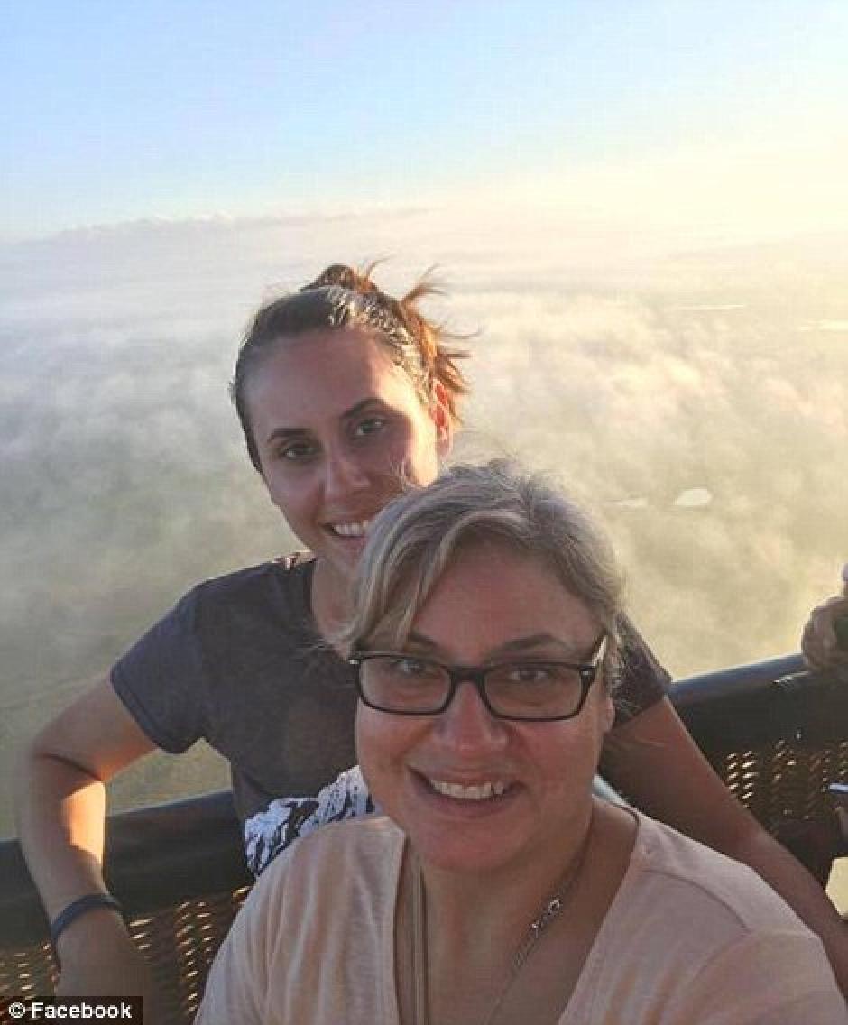 Paige y Lorilee Brabson, madre e hija, también compartieron esta imagen en sus redes sociales. (Foto: lopezdoriga.com)