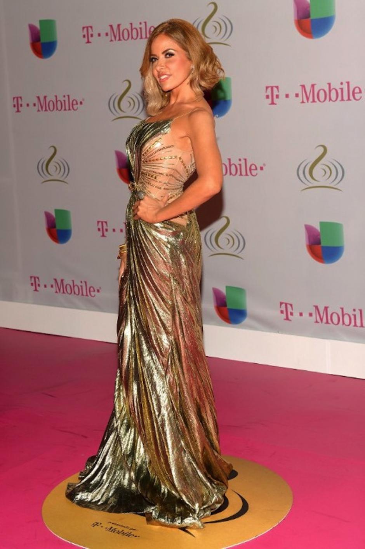 Gloria Trevi también apostó por un peinado sencillo, aunque la tela del vestido llamó mucho la atención. (Foto: AFP)