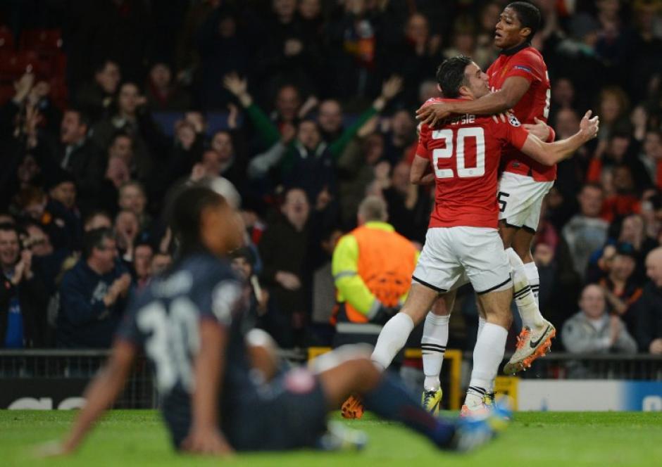 Van Persie fue la figura del encuentro al anotar el triplete que le dio la clasificación al Manchester United. (Foto: AFP)