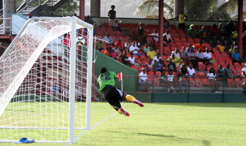 El balón va al fondo de la red y el guardameta McDowall de San Vicente, no pudo evitarlo. (Foto: Luis Barrios/Soy502)
