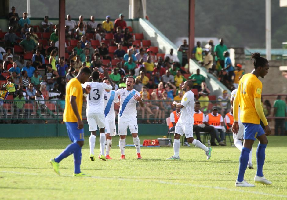 Así festejó la Selección de Guatemala el gol de Dennis López, tercero en la cuenta de la azul y blanco. (Foto: Luis Barrios/Soy502)