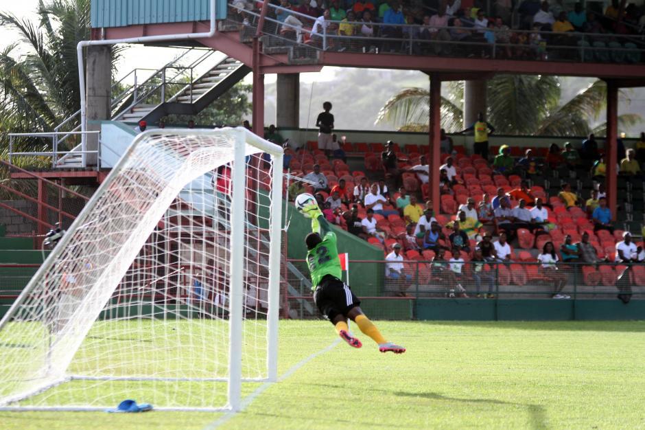 Vencido el guardameta de San Vicente, que recibió cuatro goles de Guatemala. (Foto: Luis Barrios/Soy502)