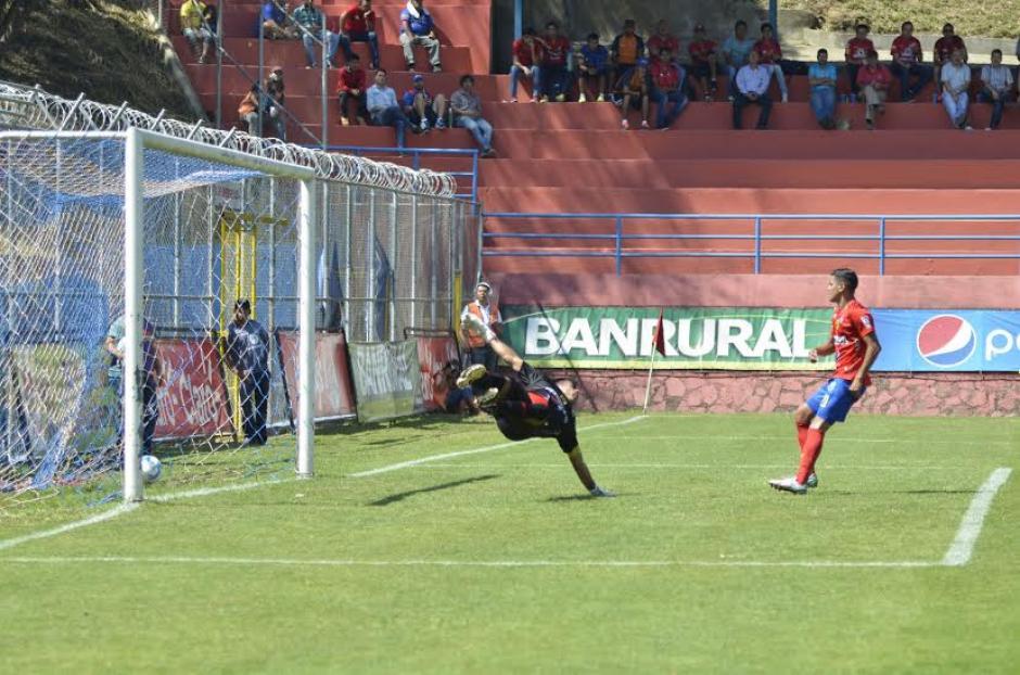 Lagos abrió el marcador a favor de Xelajú. (Foto: Nuestro Diario)