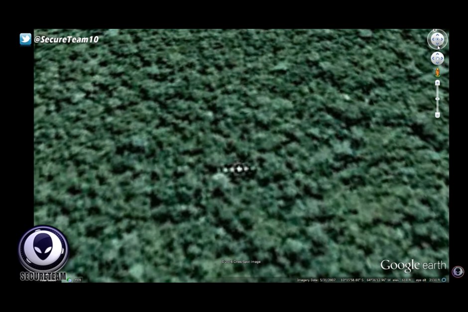 La imagen muestra un objeto en medio de la selva. (Foto: Google Earth)