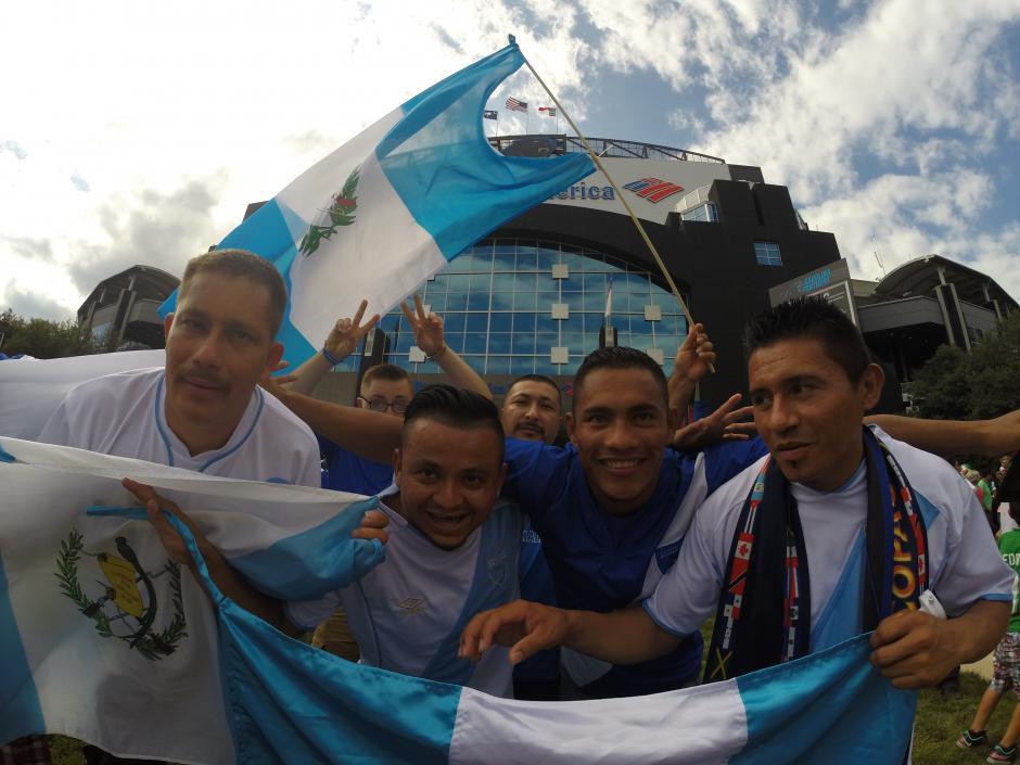 Las banderas azul y blanco ondean en Charlotte. (Foto: Aldo Martínez/Nuestro Diario)