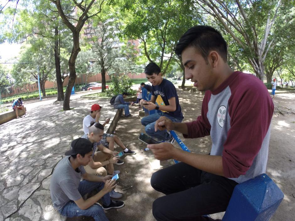 Los fanáticos del juego se concentran en varios puntos de la ciudad. (Foto: Jesús Alfonso/Soy502)