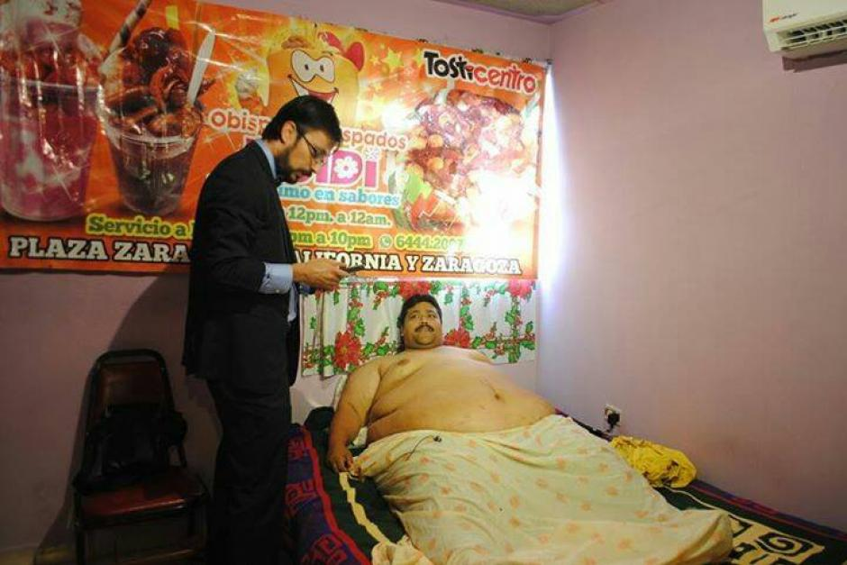 Moreno junto a su médico de cabecera, durante una visita de rutina. (Foto: Facebook/Andrés Moreno)