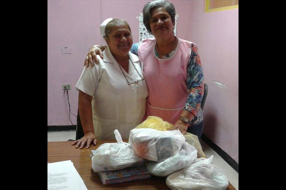 Gotitas de Amor y Misericordia llega una vez al mes al hospital Roosevelt y San Juan de Dios. (Foto: Facebook)