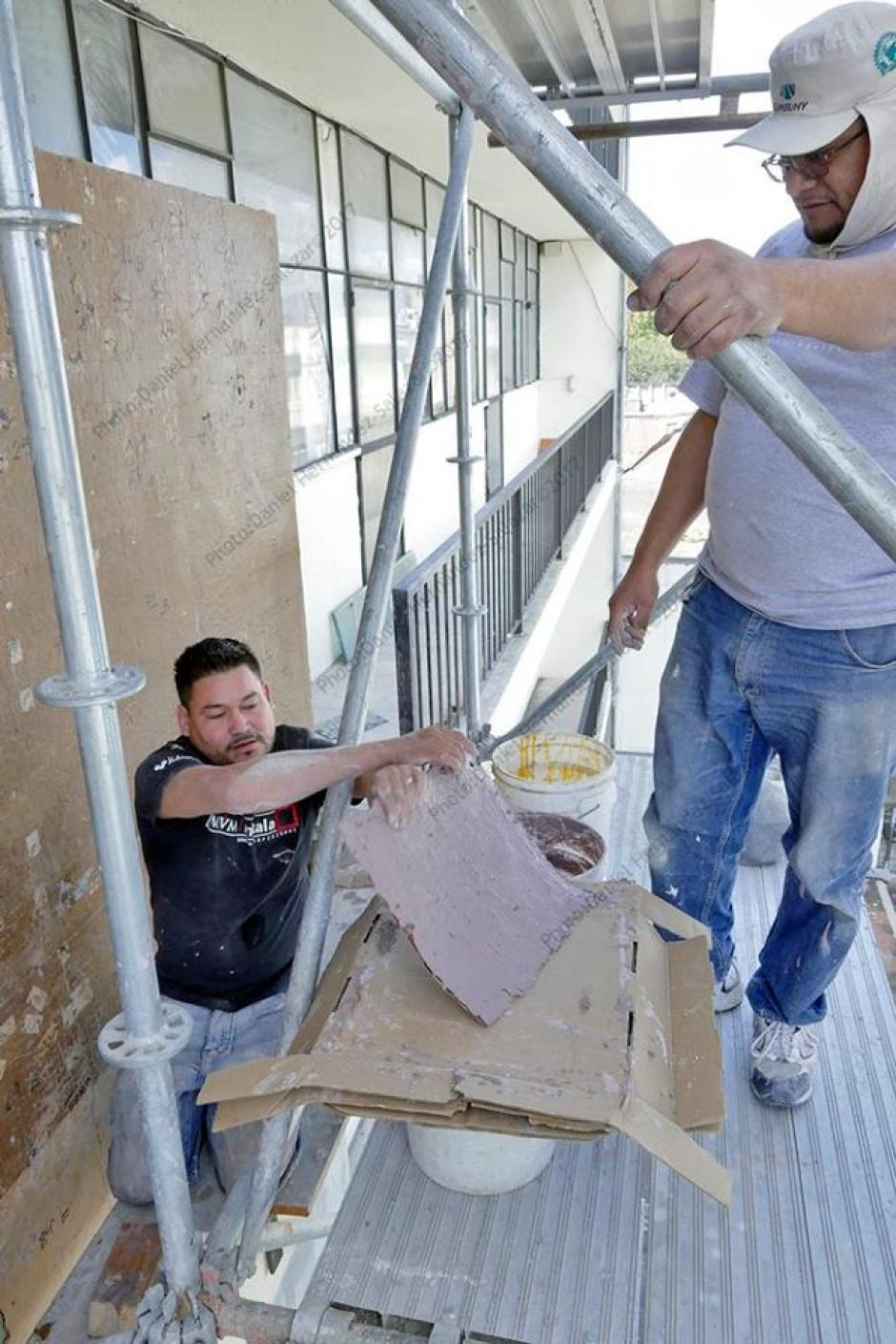 Actualmente trabajan en la colocación de las piezas. (Foto: Daniel Hernández)