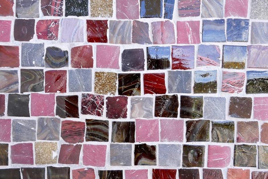Los pequeños azulejos de origen italiano fueron guardados por Instituto de Antropología e Historia IDAEH. (Foto: Daniel Hernández)