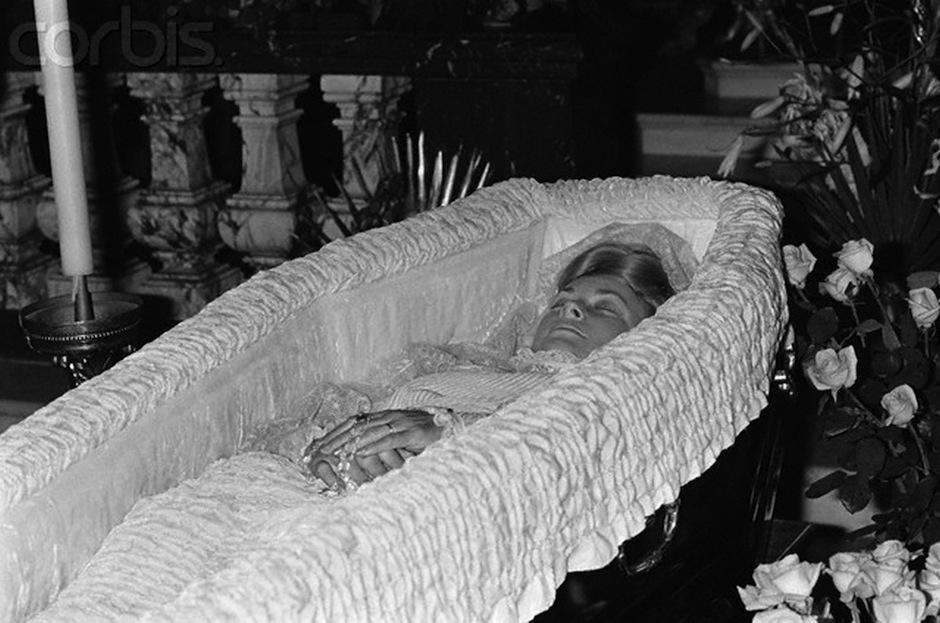La belleza de la actriz Grace Kelly es hasta hoy recordada. Murió de un accidente automovilístico, todos la consideran uno de los íconos de la moda. (Foto: deco hollywood)