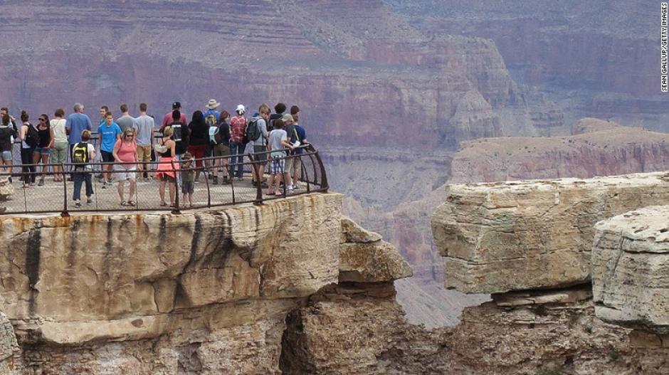 Gran Cañón es otro de los atractivos que se encuentran en el continente americano y que recibe a una gran cantidad de visitantes constantemente.