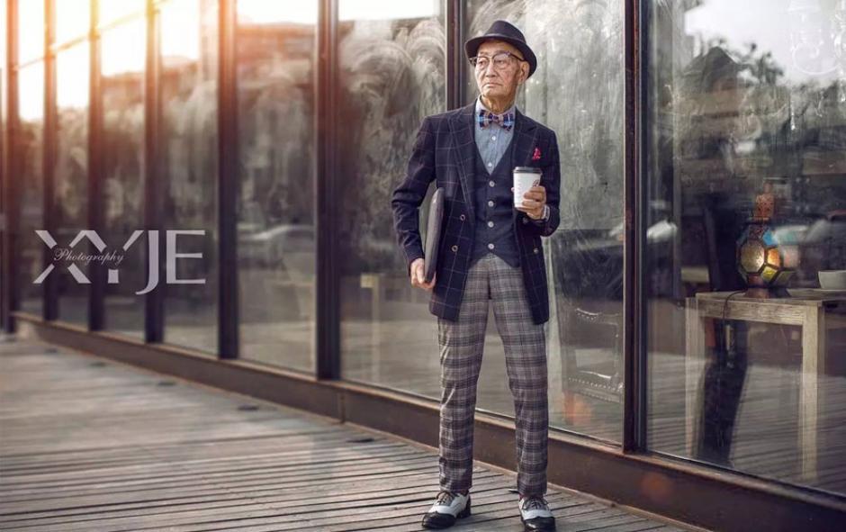 El octogenario vivió una transformación en su vestuario para esta sesión de fotos. (Foto: XiaoYeJieXi)