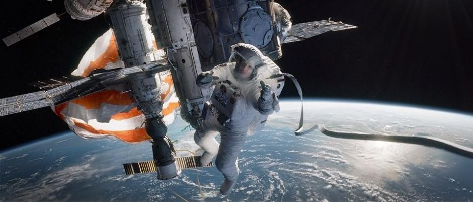 Flotando a 600 kilómetros de altura de la Tierra, la doctora Stone y el comandante Kowalsky tendrán que encontrar la solución para volver a casa con vida.