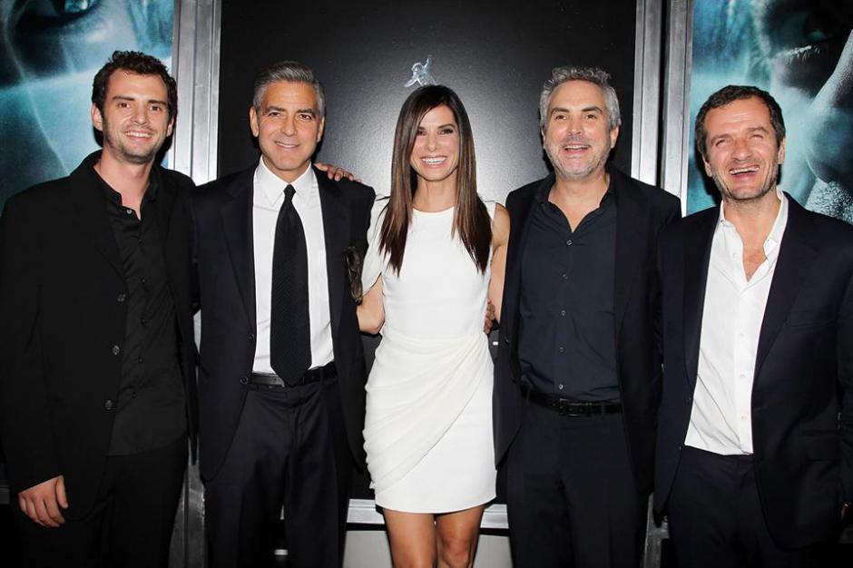 Jonás Cuarón, George Clooney, Sandra Bullock, el director, Alfonso Cuarón y David Heyman en la premier de la película Gravity en Nueva York.