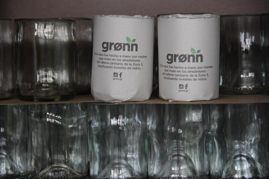 Los vasos son los artículos con los que este proyecto inició su expansión. (Foto: Fredy Hernández/Soy502)