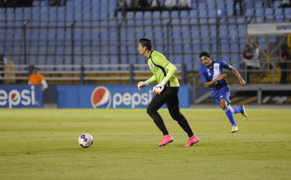 El portero de El Salvador tuvo varios errores en salida. (Foto: Pedro Mijangos/Soy502)