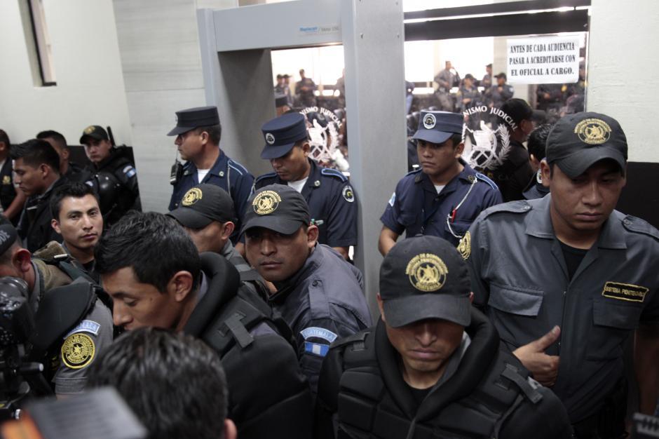 Fuerte dispositivo de seguridad en la Torre de Tribunales. (Foto: Esteban Biba/EFE)
