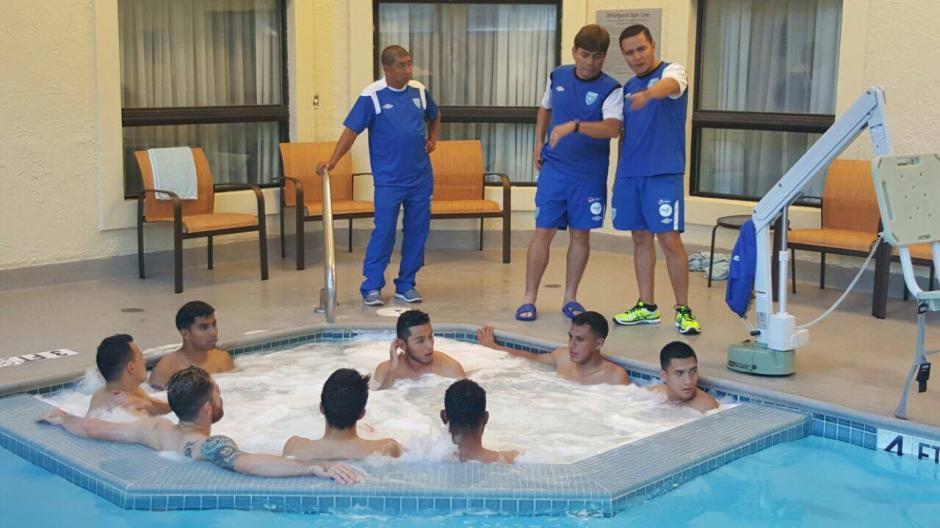 El trabajo físico de los seleccionados se realizó en la piscina del hotel donde se hospedan en Ohio. (Foto: Edson Aldana/enviado ACD)
