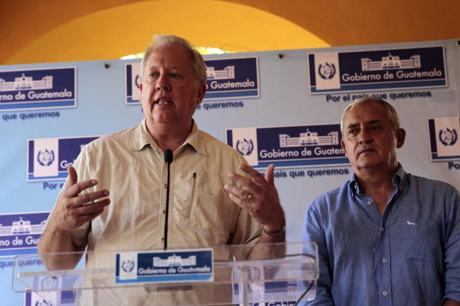 El Consejero del Departamento de Estado de EE. UU., Thomas Shannon, conversó con el presidente Otto Pérez Molina y otros funcionarios en Izabal. (Foto: Esteban Biba/EFE)
